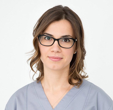 dr. Raluca JUNCAR specialist in dental prosthetics maxilomed clinic oradea